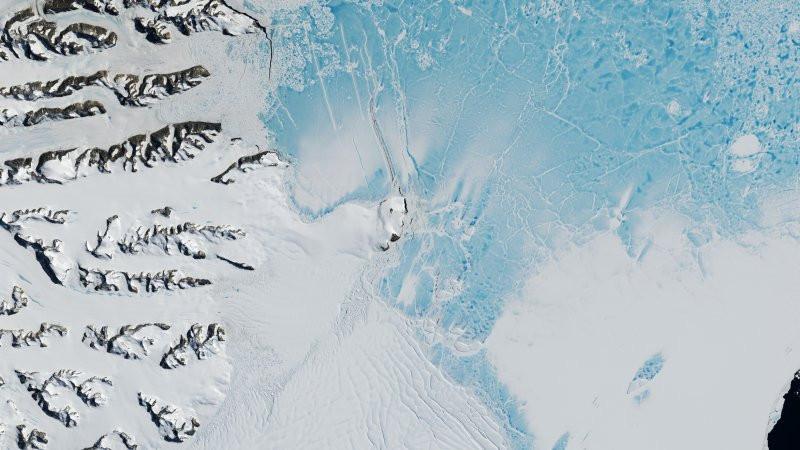 Гражданин Нижнего Тагила отыскал «корабль пришельцев» вснегах Антарктиды
