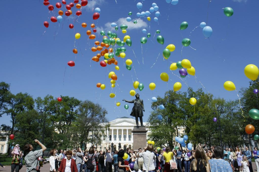 ЛГБТ-активисты проведут «Радужный флешмоб» наМарсовом поле