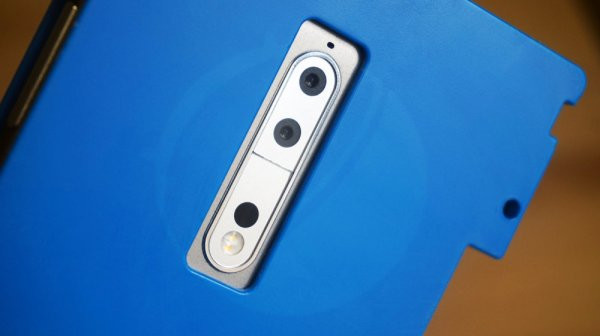 Всети интернет появились первые живые фотографии телефона нокиа 9