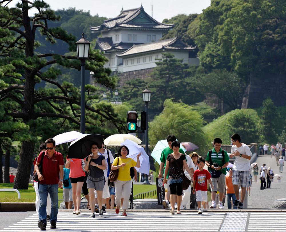 Практически тысяча японцев попали в клинику из-за жары