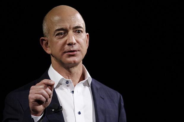 Руководитель Amazon собрался полететь наЛуну