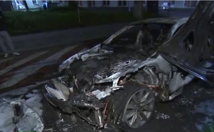 Вцентре столицы сгорели два автомобиля