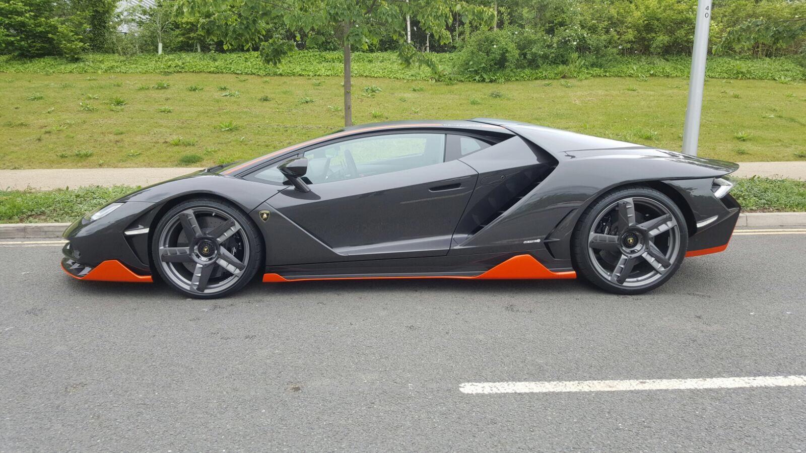 1-ый британский Lamborghini Centenario прибыл вЛондонский шоурум