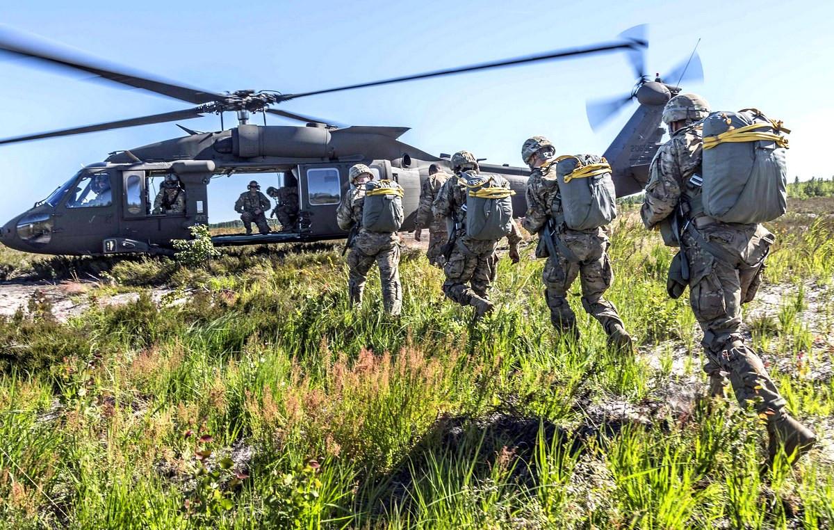 ВЭстонии близ границы сРФ начались военные учения Saber Knight