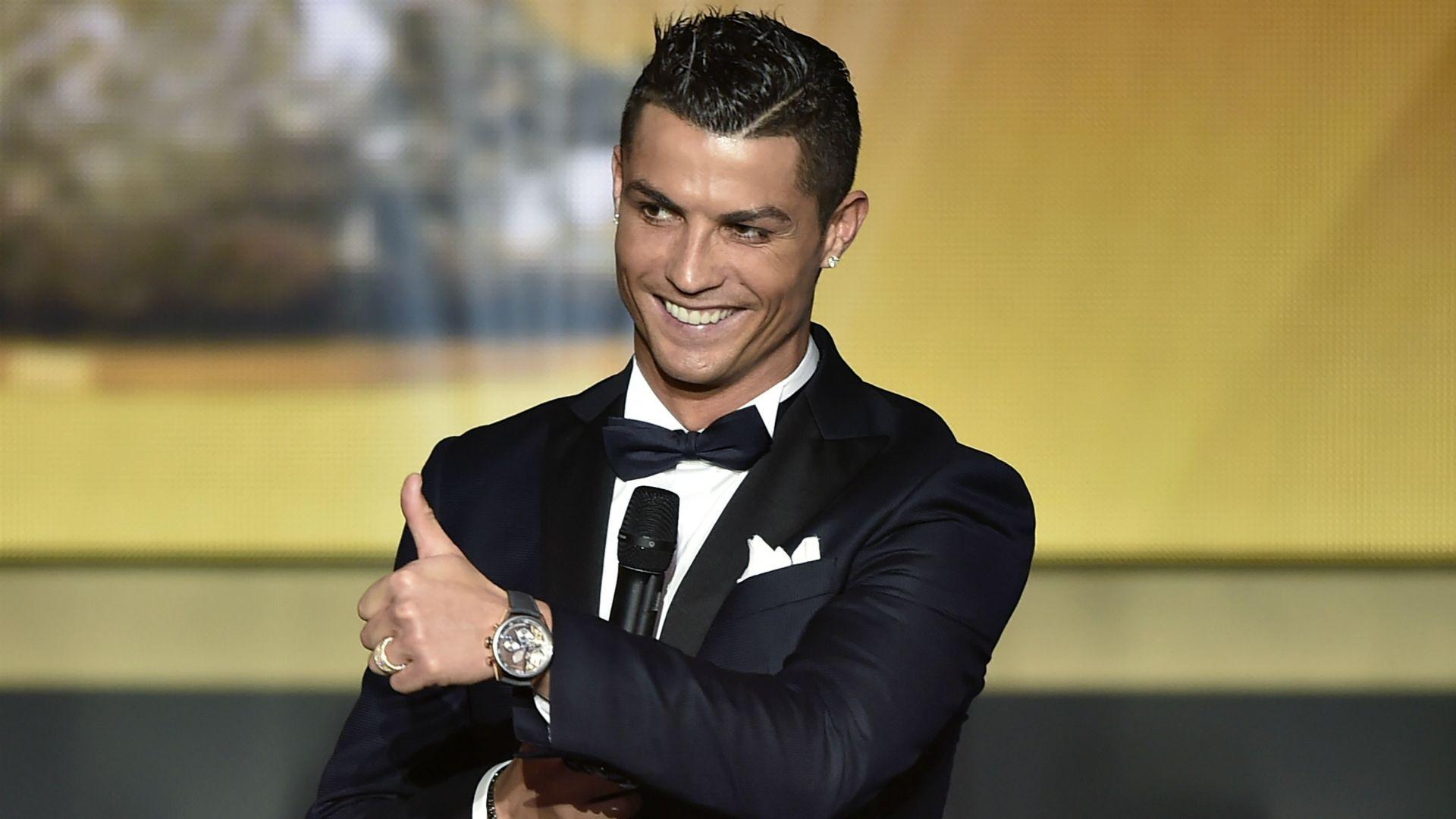Роналду ради рекламы сел налошадь вкостюме бедуина изаговорил по-арабски