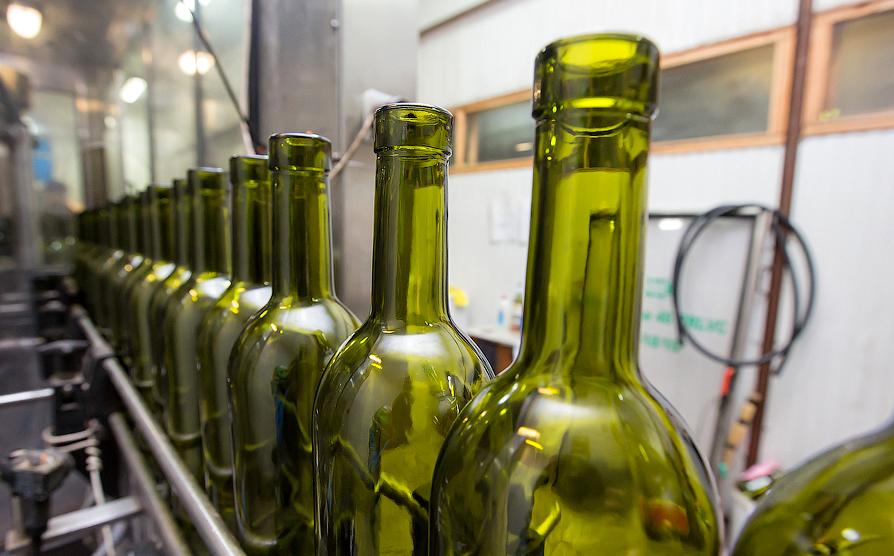 Начался розлив побутылкам вина «Крымский мост»