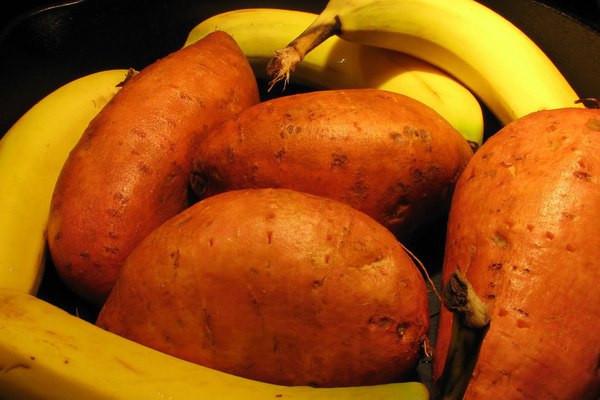 Бананы икартофель помогут сохранить юность