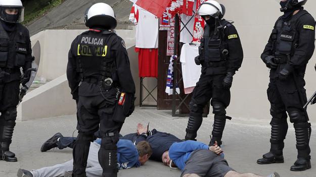 ВПольше пятерых граждан России задержали заучастие в потасовке