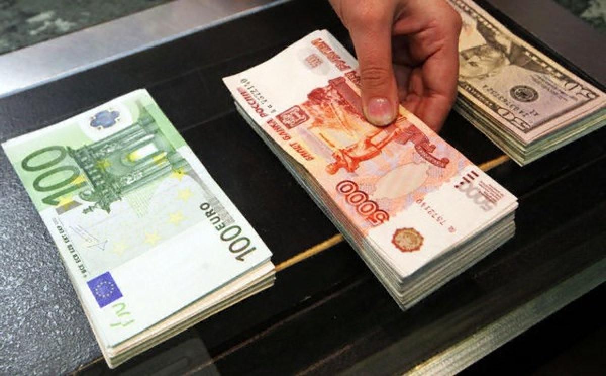 ЦБРФ: Евро опустился крублю на30 копеек