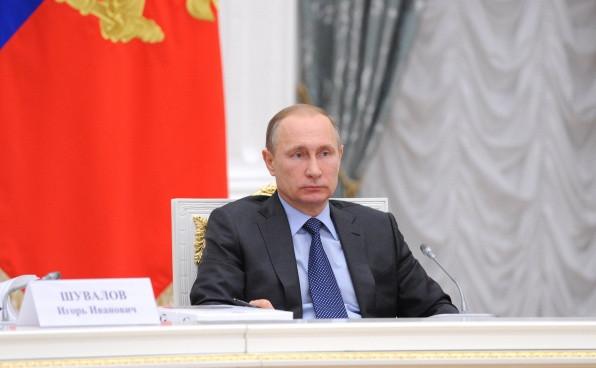 Перелом получил Путин после подножки первосвященника