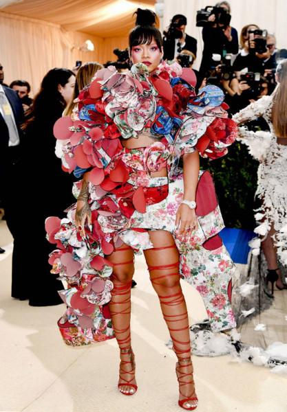 Рианна своим платьем поразила воображение публики на Met Gala