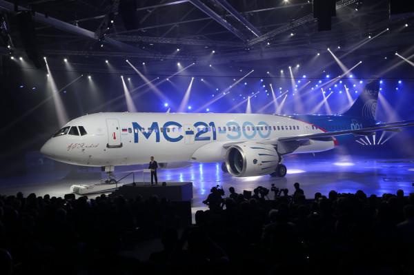 Первый самолет  МС-21 покинул сборочных цех и готов к испытаниям