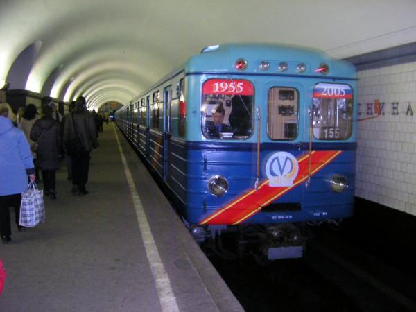 В Петербурге метрополитен изменит режим работы станций в День Победы