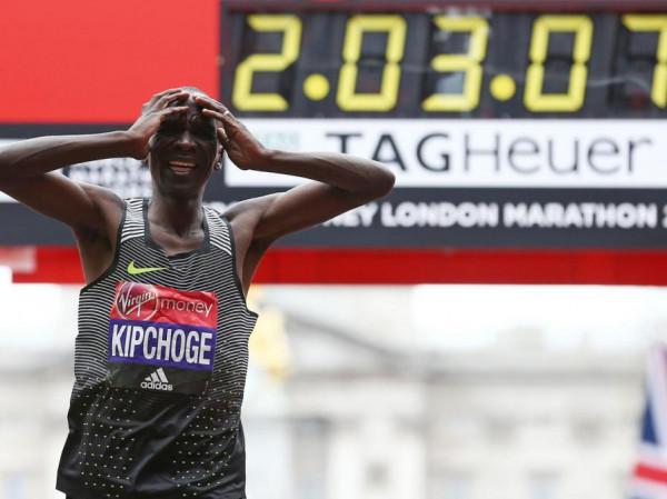 Елиуд Кипчоге поставил новый рекорд в забеге от Nike