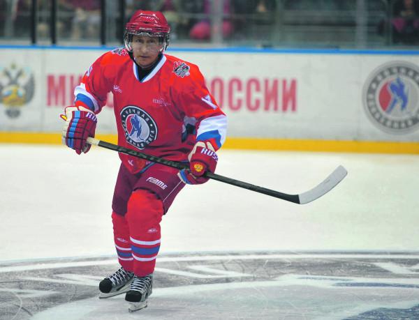 Путин вышел на лед вместе со звездами хоккея
