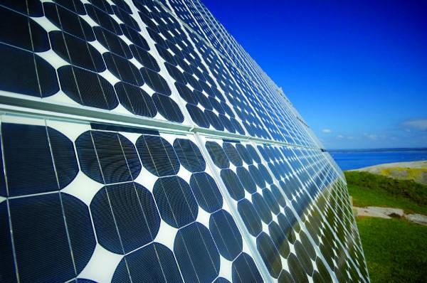 Американская корпорация Tesla начала производить солнечные батареи нового типа