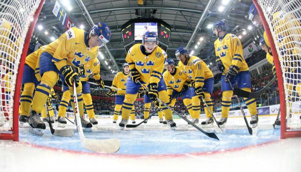 Сборная Швеции обыграла команду из Латвии со счетом 2:0