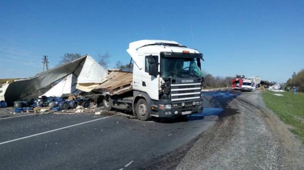 В Тюменской области один человек погиб в результате столкновения двух грузовиков