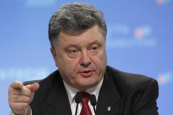 Порошенко рассказал о беседе с Путиным про заложников