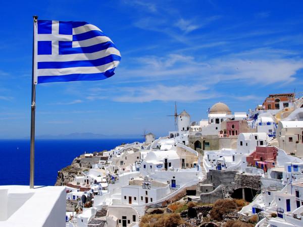 Грецкие моряки и журналисты объявили забастовку