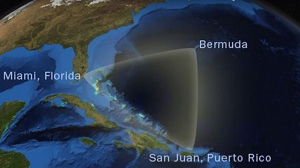 В районе Бермудского треугольника пропал самолет с пассажирами