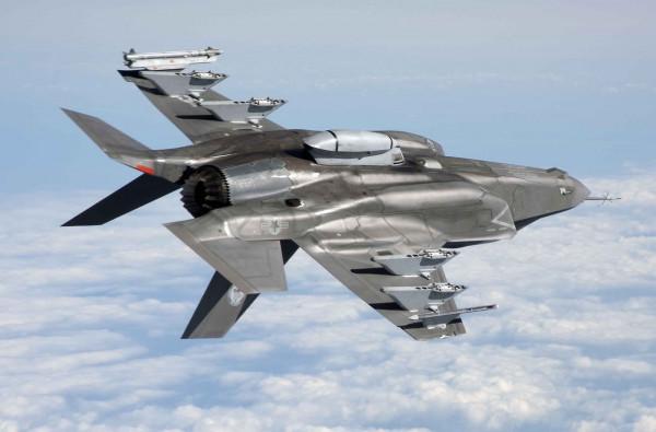 Истребители F-35B впервые стрелял в воздухе