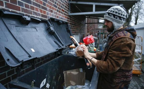 «Первый канал» предлагает россиянам питаться на помойке для экономии