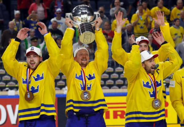 Сборная Швеции обыграла Канаду по буллитам и стала чемпионом мира