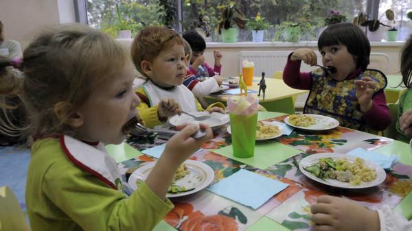 В Красноярском крае в детском саду детей кормили запрещенной сгущенкой