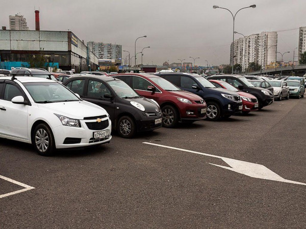Водители рассказали о неприятностях с автомобилями на парковке