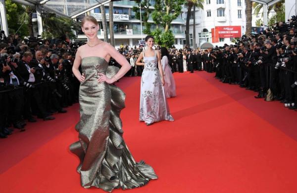 Светлану Ходченкову раскритиковали за необычное платье