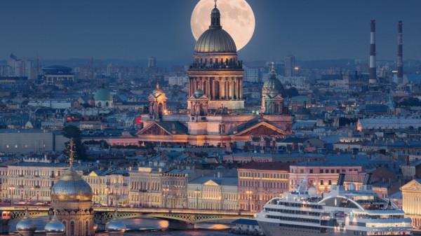 В Петербурге спикер отчитал сотрудницу ЗакСа за внешний вид