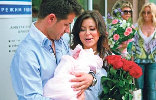 Ани Лорак опубликовала снимок со своей маленькой дочерью