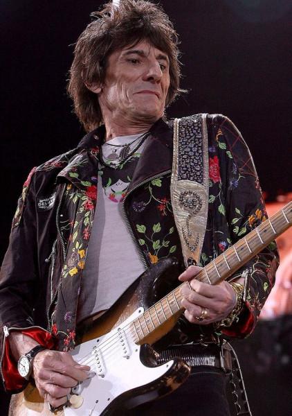 Гитаристу Rolling Stones Ронни Вуду сделали операцию на легком