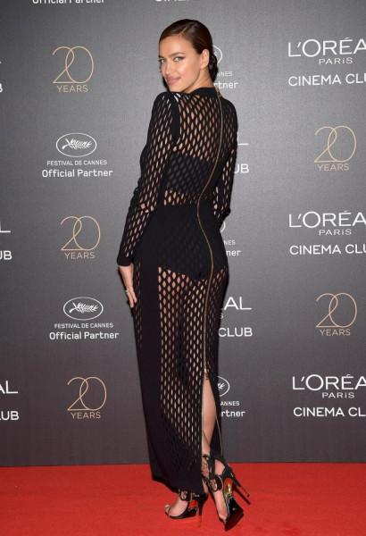 Ирина Шейк удивила публику в Каннах необычным платьем-сеткой