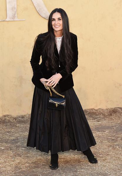 54-летняя Деми Мур поразила молодостью и красотой на показе Dior