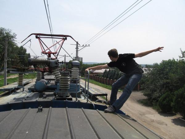 В Чурилово с крыши вагона сняли ехавшего в Нижневартовск подростка