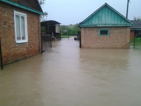 В Адыгее река прорвала дамбу