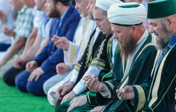 У мусульман всего мира сегодня наступил священный месяц Рамадан