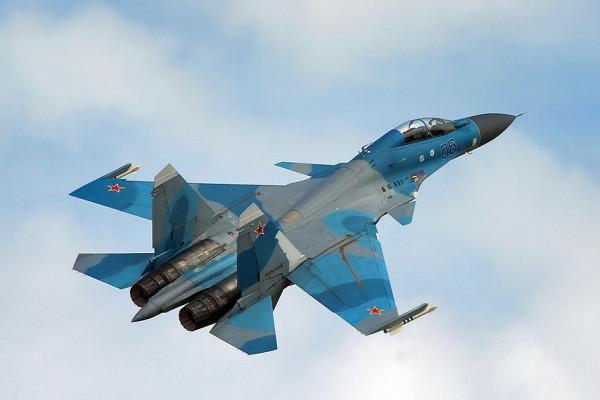 Истребители РФ уничтожили колону боевиков ИГ* в Сирии