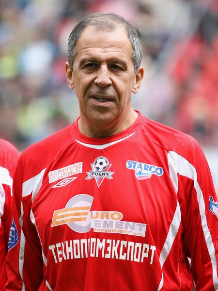"""Лавров признался что раз в неделю """"прогуливает"""" футбол"""