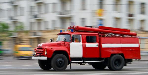 В Сети появилось видео тушения горящего авто в Липецке