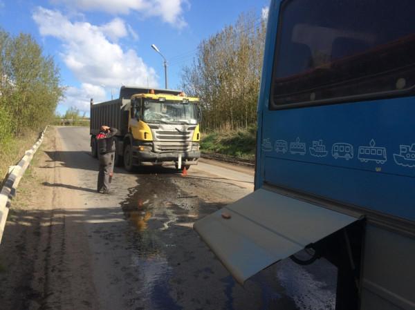 В Вологодске при столкновении самосвала с автобусом пострадала женщина