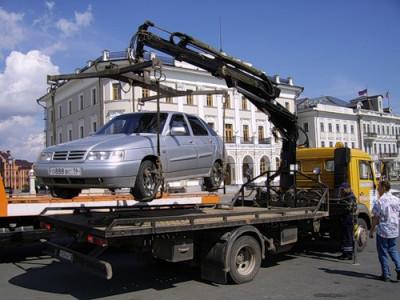 Перед приездом Медведева в Смоленск власти эвакуируют транспорт и закрашивают разметку