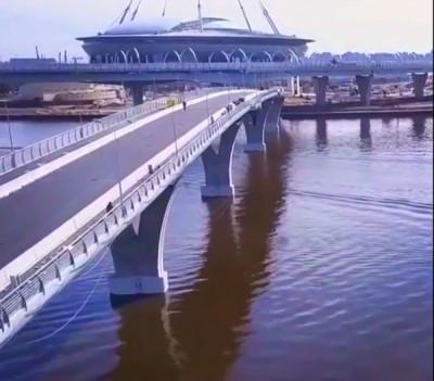 В Петербурге Яхтенный мост временно открыли для пешеходов