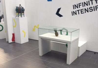 В Шотландии экспонатом выставки современного искусства стал обычный ананас