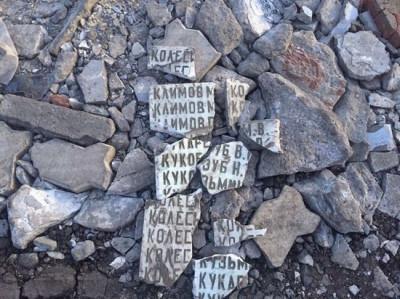 В Омской области укладку ухабов мемориальной плитой назвали кощунством