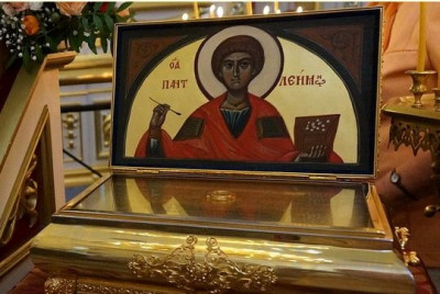 Мощи великомученика Пантелеимона прибыли в Пермь