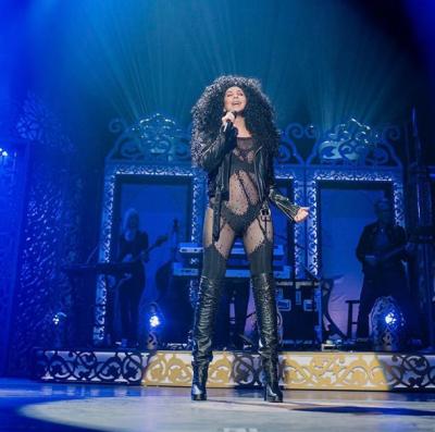 Шер поразила зрителей Billboard Music Awards откровенными образами