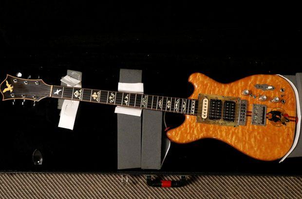 Известная гитара Джерри Гарсия продана за $1,9 млн.